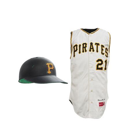 Casco de bateo, Camiseta de los Piratas perteneciente a Roberto Clemente